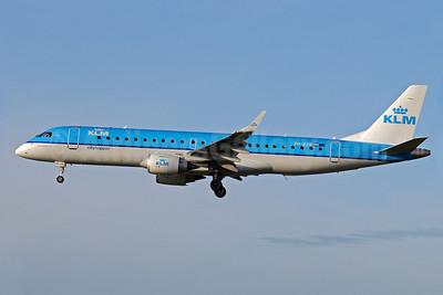 KLM Cityhopper Embraer ERJ 190-100STD PH-EZB (msn 19000235) MAN (Rob Skinkis). Image: 901896.