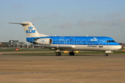 KLM Cityhopper Fokker F.28 Mk. 0070 (Fokker 70) PH-KZE (msn 11576) LHR. Image: 937632.