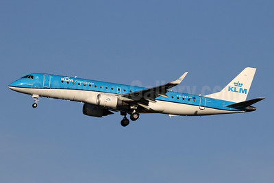 KLM Cityhopper Embraer ERJ 190-100STD PH-EZF (msn 19000304) LHR (SPA). Image: 940349.