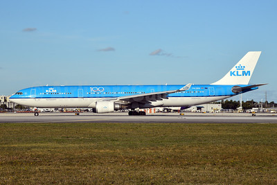 KLM Royal Dutch Airlines Airbus A330-303 PH-AKE (msn 1381) (100 Years) MIA (Bruce Drum). Image: 105273.