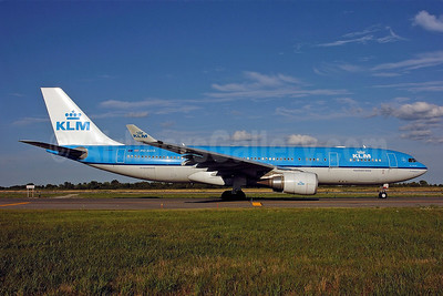 KLM Royal Dutch Airlines Airbus A330-203 PH-AOA (msn 682) JFK (Ken Petersen). Image: 901182.