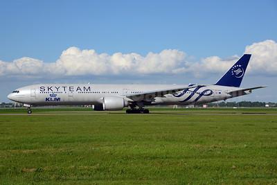 KLM Royal Dutch Airlines Boeing 777-306 ER PH-BVD (msn 35979) (SkyTeam) AMS (Ton Jochems). Image: 912625.