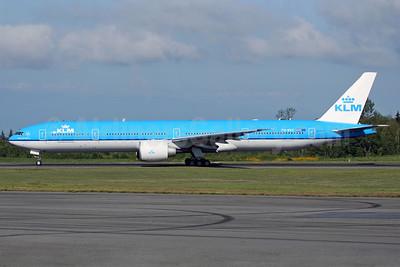 KLM Royal Dutch Airlines Boeing 777-306 ER PH-BVC (msn 37582) PAE (Nick Dean). Image: 902871.