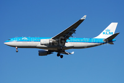 KLM Royal Dutch Airlines Airbus A330-203 PH-AOB (msn 686) ATL (Bruce Drum). Image: 100210.