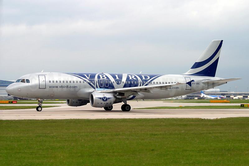 V Bird Airlines Airbus A320-212 PH-VAC (msn 645) MAN (Keith Burton). Image: 926447.