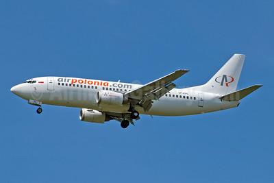 Airpolonia (airpolonia.com) Boeing 737-322 SP-KPL (msn 24659) STN (Jay Selman). Image: 404071.