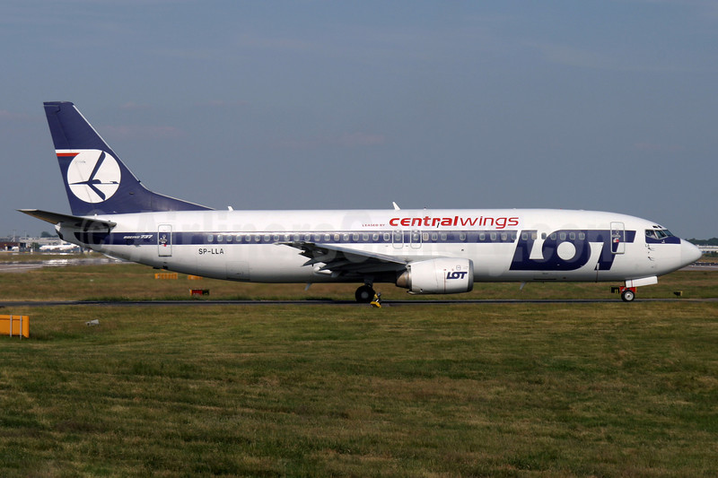 Centralwings (LOT Polish Airlines) Boeing 737-45D SP-LLA (msn 27131) (LOT Polish Airlines colors) LGW (Antony J. Best). Image: 900531.