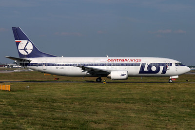 Centralwings (LOT Polish Airlines) Boeing 737-45D SP-LLD (msn 27256) (LOT Polish Airlines colors) LGW (Antony J. Best). Image: 902643.