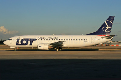 LOT Polish Airlines Boeing 737-45D SP-LLF (msn 28752) LHR. Image: 928156.