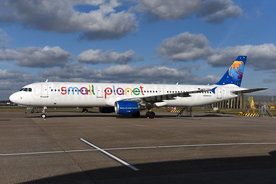 Small Planet Airlines (Poland) Airbus A321-211 SP-HAW (msn 2342) AMS (Ton Jochems). Image: 941317.