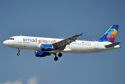 Small Planet Airlines (Poland) Airbus A320-214 SP-HAE (msn 883) AYT (Karl Cornil). Image: 923664.