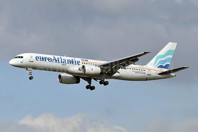 EuroAtlantic Airways Boeing 757-2G5 CS-TLX (msn 24176) LHR (Karl Cornil). Image: 908259.