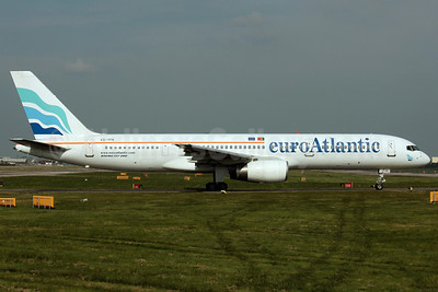 EuroAtlantic Airways Boeing 757-2G5 CS-TFK (msn 23983) LGW (Antony J. Best). Image: 902077.