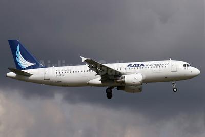 SATA Internacional Airbus A320-214 CS-TKL (msn 2425) LGW (Antony J. Best). Image: 904603.