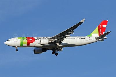 TAP Portugal - Air Portugal Airbus A330-203 CS-TOQ (msn 477) IAD (Brian McDonough). Image: 947303.