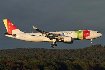 TAP Portugal Airbus A330-202 CS-TOL (msn 877) ZRH (Andi Hiltl). Image: 937216.