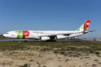 TAP Portugal - Air Portugal Airbus A340-312 CS-TOA (msn 041) LIS (Ton Jochems). Image: 940762.