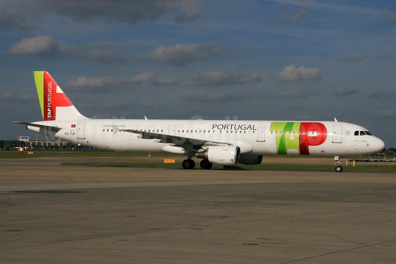 TAP Portugal Airbus A321-211 CS-TJF (msn 1399) LHR (SPA). Image: 937485.