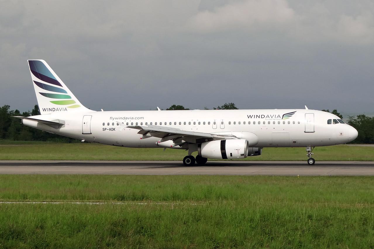 Windavia (Bingo Airways) Airbus A320-232 SP-ADK (msn 1723) BSL (Paul Bannwarth). Image: 922807.
