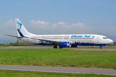 """Blue Air's 2017 """"Liverpool Cool City Warm Welcome"""" logo jet"""