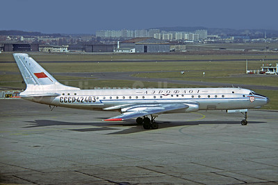 Aeroflot Russian International Airlines Tupolev Tu-104B CCCP-42403 (msn 820105) LBG (Christian Volpati Collection). Image: 940536.