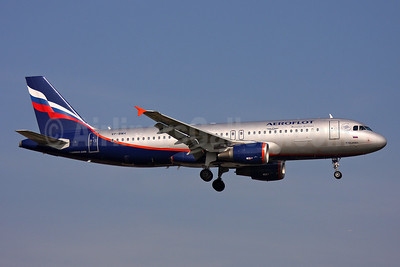 Aeroflot Russian Airlines Airbus A320-214 VP-BWH (msn 2151) LHR (Keith Burton). Image: 901246.