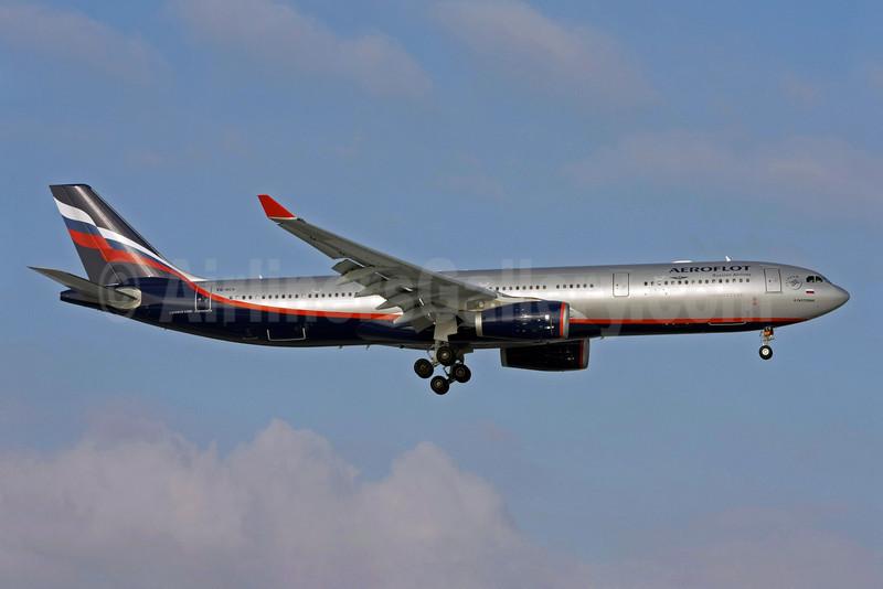 Aeroflot Russian Airlines Airbus A330-343 VQ-BCV (msn 1072) LHR (David Apps). Image: 904346.