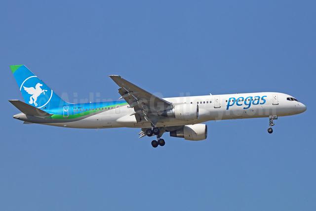 Pegas Touristik (IKAR Airlines) Boeing 757-2Q8 VQ-BBT (msn 29443) BKK (Michael B. Ing). Image: 921832.