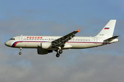 Rossiya Russian Airlines Airbus A320-214 VQ-BDY (msn 1657) LGW (Antony J. Best). Image: 903854.
