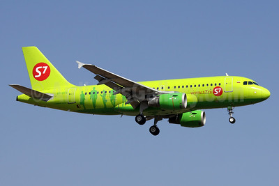 S7 Airlines (Siberia Airlines) Airbus A319-114 VP-BTS (msn 1164) DME (Wim Callaert). Image: 938445.