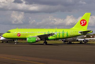 S7 Airlines (Siberia Airlines) Airbus A319-114 VP-BHI (msn 2028) SEN (Keith Burton). Image: 900219.