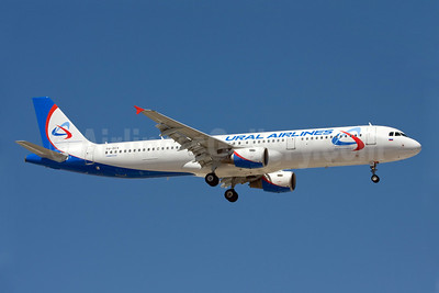 Ural Airlines Airbus A321-211 VQ-BCX (msn 1720) AYT (Ole Simon). Image: 903387.