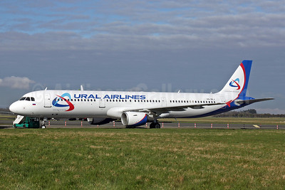 Ural Airlines Airbus A321-211 VQ-BKJ (msn 815) SNN (Malcolm Nason). Image: 906219.