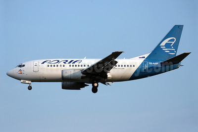 Adria Airways Boeing 737-528 S5-AAM (msn 25236) (Ukraine International colors) LGW (Antony J. Best). Image: 901955.