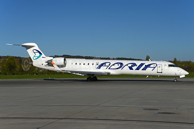 Adria Airways Bombardier CRJ700 (CL-600-2C10) S5-AAW (msn 10008) ZRH (Rolf Wallner). Image: 937525.