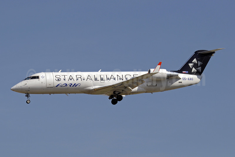 Adria Airways Bombardier CRJ200 (CL-600-2B19) S5-AAG (msn 7384) (Star Alliance) ZRH (Paul Denton). Image: 909721.
