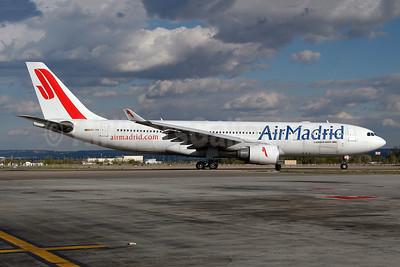 Air Madrid Airbus A330-202 EC-IYN (msn 211) MAD (Ton Jochems). Image: 954040.