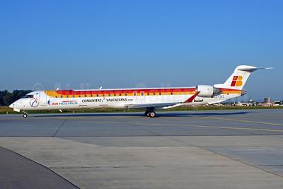Air Nostrum-Iberia Regional Bombardier CRJ900 (CL-600-2D24) EC-JXZ (msn 15087) ZRH (Rolf Wallner). Image: 912595.