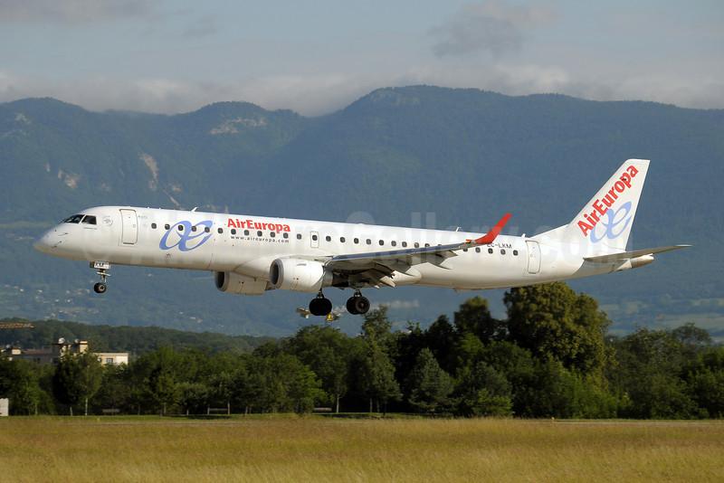 AirEuropa Embraer ERJ 190-200LR (ERJ 195) EC-KLM (msn 19000425) GVA (Paul Denton). Image: 909042.