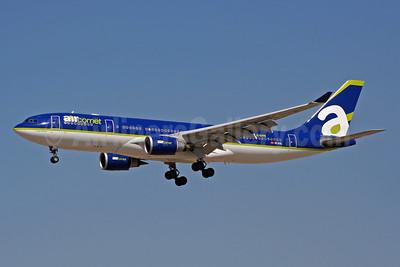 Aircomet (Air Comet) (Spain) Airbus A330-202 EC-KIL (msn 205) MAD (Ariel Shocron). Image: 904367.