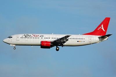 AlbaStar (AlbaStar.es) Boeing 737-408 EC-LAV (msn 24352) MAN (Nik French). Image: 920127.