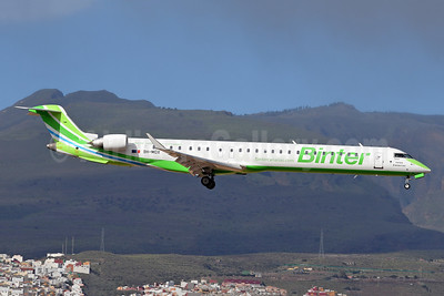 Binter Canarias (Medavia) Bombardier CRJ1000 (CL-600-2E25) 9H-MOX (msn 19053) LPA (Robbie Shaw). Image: 949259.
