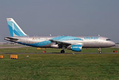 Clickair Airbus A320-211 EC-ICR (msn 240) LGW (Antony J. Best). Image: 900265.