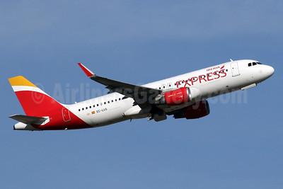 Iberia Express Airbus A320-216 WL EC-LUS (msn 5501) LHR (SPA). Image: 938375.
