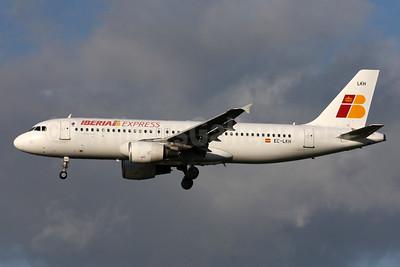 Iberia Express Airbus A320-214 EC-LKH (msn 1101) LHR (SPA). Image: 932334.
