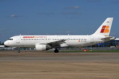 Iberia Express Airbus A320-214 EC-LRG (msn 1516) LHR (SPA). Image: 930161.