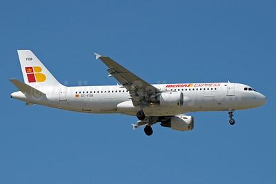 Iberia Express Airbus A320-211 EC-FDB (msn 173) MAD (Paul Denton). Image: 912302.