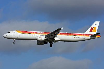 Iberia Airbus A321-212 EC-IXD (msn 2220) LHR (SPA). Image: 940730.