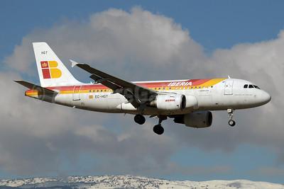 Iberia Airbus A319-111 EC-HGT (msn 1247) GVA (Paul Denton). Image: 909739.