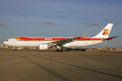 Iberia Airbus A330-302 EC-LUX (msn 1405) LHR. Image: 934982.